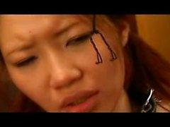 Storbystade asiatiskt könet slaven finns uppbundna samt få nosen klipps