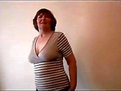 Sexy del granny pelose in minigonna