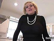 Cheating britische reife Dame Sonia knallt ihre riesigen Boobies