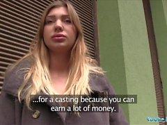 Julkinen agentti Hot malli esittelee Vyvan Hillin perseestä