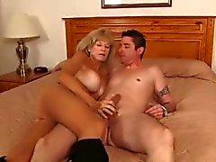 Hot mormor älskar att knulla