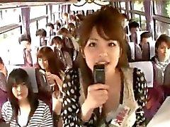 Crazy asian flickorna har heta busstur ett