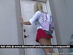İki muhteşem kız öğrencileröğretmenleri ofise gitmek