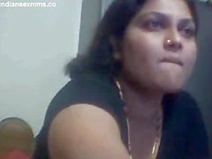 Desi aunty Nude on Webcam Showing her Big BOobs & Pussy Mms