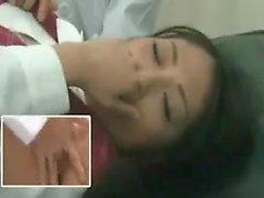 Arzulanan Japon genç doktoru parmak ve oynuyor vardır