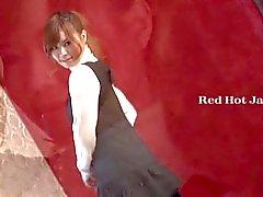 Kuuma japanilainen tyttö ruiskuttaminen