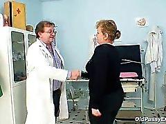 Vilma mature a son chat dûment gynécologue vérifié au gynécologue