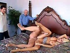 blonde épouse Enchanteur avec de superbes gros seins jouit d'action cuckold chaude