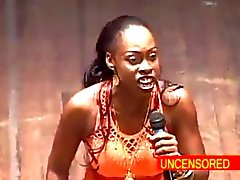 African donna Comico in profondità di gola Un Dildo in