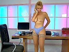 Лисий на нее столом в кабинете УРЛ