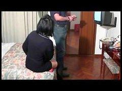 Eine Frau Vorwand Ausfall Fernsehen an der hotel_240p
