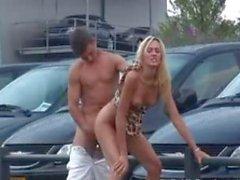Общественный секс при автосалон