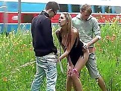 Openbare sex gangbang met prachtige tiener 2