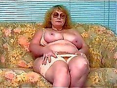Nice Granny vähän hauskaa itsensä kanssa