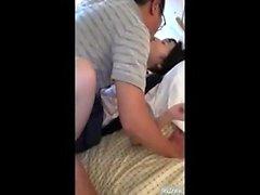Japansk asiatisk blowjob amatör fingered och älskar det