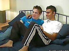 Leidenschaftlich Homosexuell Jungen aufweist wilden Sex