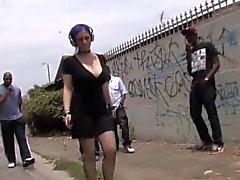 Mass gangbang noir avec le Larkin l'amour