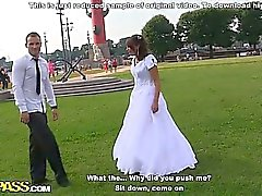 Anal fucking rugueux en débauche de mariée