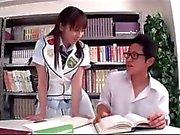 Kitaplıkta Başkanlığına olarak yaptığı Horoz Açık liseli kız Sucking Schoolguy Binme