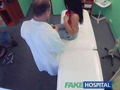 FakeHospital Arzt verführt sexy Urlauber