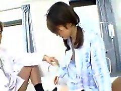 Sveglia Jap Slut prende il due cazzi In Ospedale 420