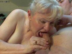 älteres Paar ficken hart auf dem Bett !!