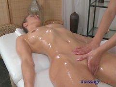 Massage rummen Bög lesbisk kvinna i sexiga foten har hennes kåt kropps utforskas av tonåring