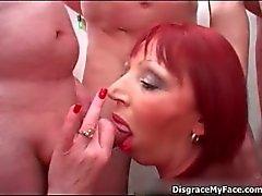 Den sexiga amatörer slampa finnas ivrigt för ätande