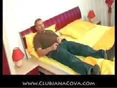 Jana Cova taquiner branlette parler sale et cum sur les semelles