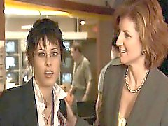 Sarah Shahi hararetle Katherine Moennig öpüşme lezbiyen