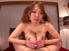Hitomi huolehtimaan aasialaiseen cock