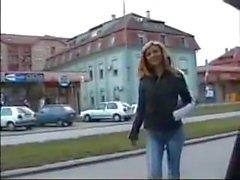 Senhora russa prego longo arquivamento mostrando e arranhando bunda ass boy