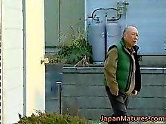Japanska MILF åtnjuter varma kön part5