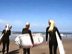 Lesbo teen ryhmän on beachkuva