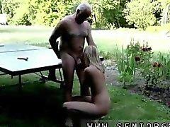 Alten Mannes abgesaugt von einer blonde Nutte