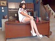 Legs Samantha portant des des bas de francs et de 6 cm de talons .