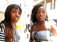 Il faut voir ces superbes lesbiennes africaines amateurs à la caméra!