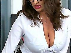 El abogado consigue sus tits grandes adorados por el cliente