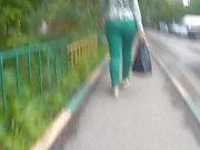 Curvy grand cul des filles dans des pantalons serrés