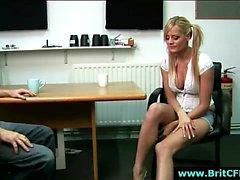 CFNM amateur couvre de gros seins britanniques avec cum