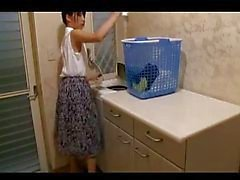 Dona de casa esperando o orgasmo