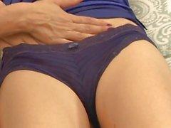 Lily Luvs keine Wahl haben, als gute Pussy andere Frau genießen