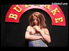 Japonca Bukkake'de Beyaz Kız