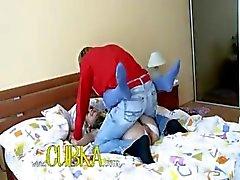 Sexig barnvakt jävla på sängen