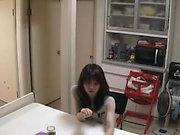 Kaunis aasialainen muru mukava titties nauttii pillua pora