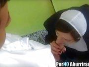 Horny монахини нервничает