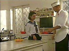 Keittiö valmistelu Koulutytöt