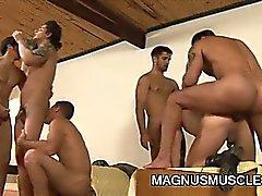 Muskel Gestüt Soldaten das group sex