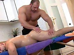 Прямой медведя получает потер бафф массажист