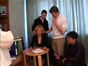 Adult insegnante di Milf orgia per alcuni dei suoi alunni